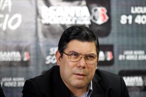 Presidente Alírio Morais confirma saída de Milton Mendes (Foto: Antônio Melcop/Santa Cruz)