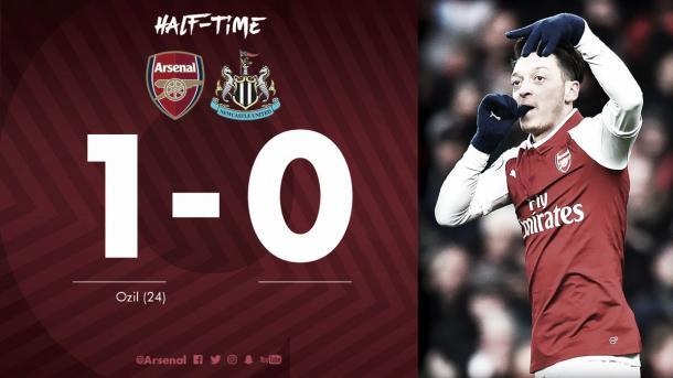Así reflejaban las redes sociales del Arsenal el triunfo parcial. Foto: twitter.com/Arsenal