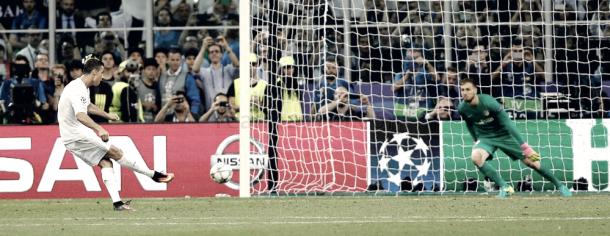 Ronaldo marca el penalti decisivo en la Final de Milán   Foto: Realmadrid.com