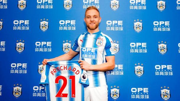 Pritchard dejó Carrow Road y se vistió de Terrier | Foto: Huddersfield Town.
