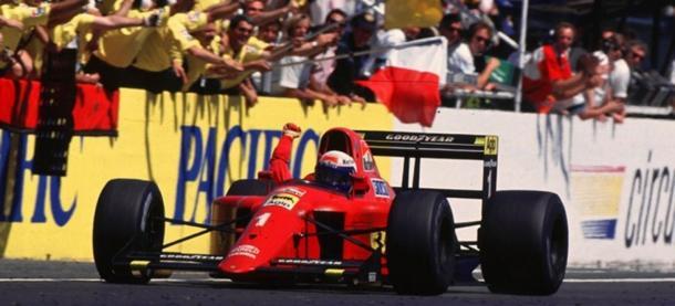Prost celebra la victoria en Paul Ricard en 1990. Foto: F1.