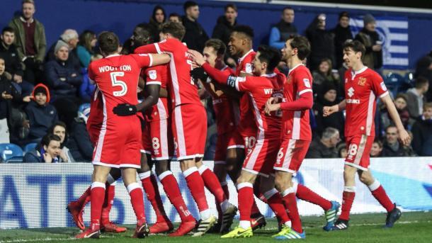 Cissé festeja su gol con sus compañeros | Foto: MK Dons.