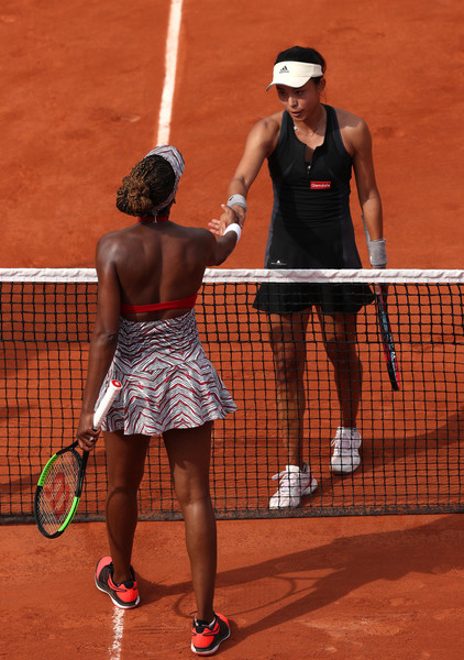 Both players meet at the net for a handshake after the encounter   Photo: Matthew Stockman/Getty Images Europe
