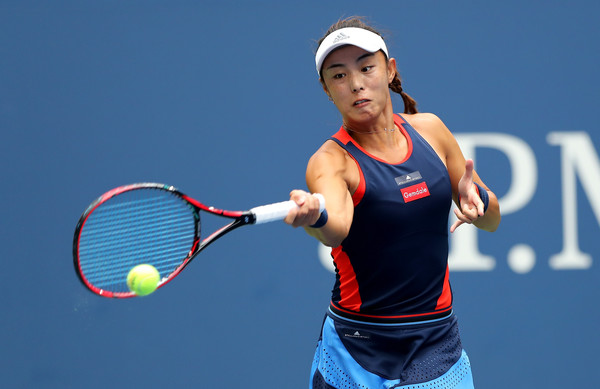 Wang Qiang failed to convert a 3-1 lead in the second set, losing five of the last six games | Photo: Elsa/Getty Images North America