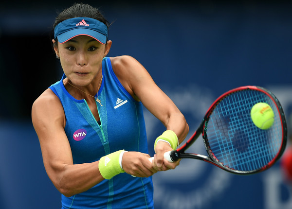 Wang Qiang in action at the Dubai Duty Free Tennis Championships | Photo: Tom Dulat/Getty Images Europe