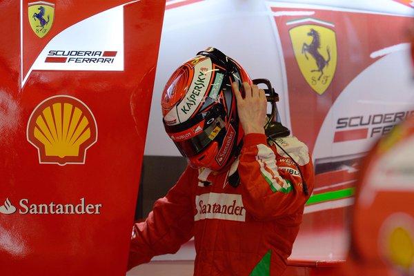Kimi Räikkönen - quinto no grid - se preparando para a corrida (Foto: Divulgação/Ferrari)