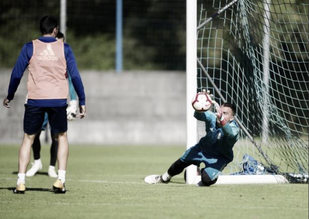 Alfonso Herrero, que perdió la titularidad este año, tuvo un récord de imbatibilidad en sus manos gracias a una buena labor defensiva del equipo. | Imagen: Real Oviedo