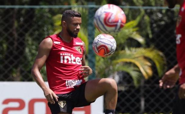 Reinaldo na última preparação antes do clássico (Foto: Rubens Chiri/São Paulo FC)