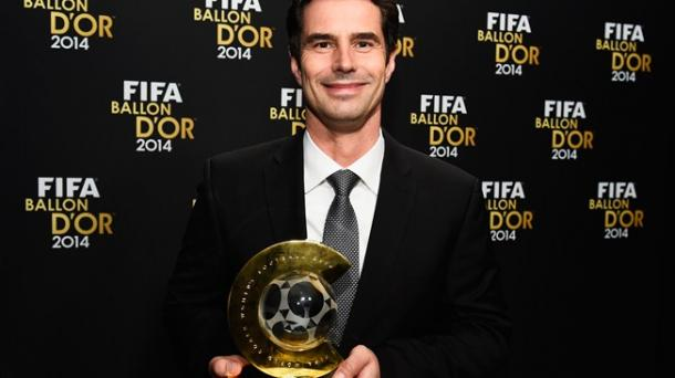 Kellermann beams as he collects his deserved award. | Image source: FIFA.com
