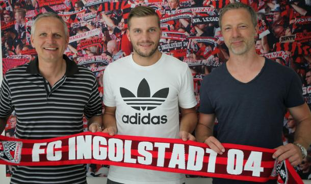 Robert Leipertz poses as Ingolstadt newest arrival. | Image credit: FC Ingolstadt 04