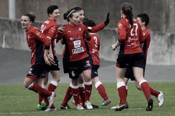 La Roche players celebrating Pauline Ripoche's opening goal (Sébastian Duret via footofeminin.fra)