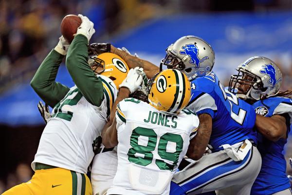 Richard Rodgers catches a touchdown pass against the Detroit Lions