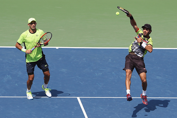Jean-Julien Rojer hits a winning volley (Photo: Elsa/Getty Images)