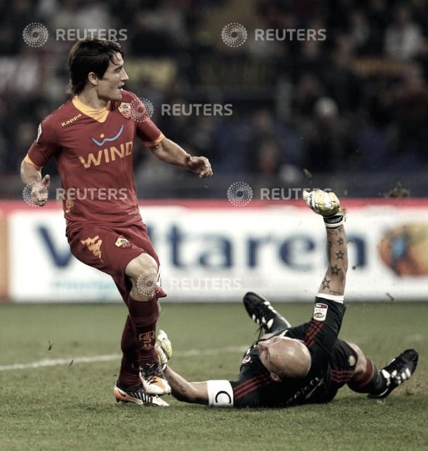 Bojan superando al guardameta del AC Milan. Foto: Reuters