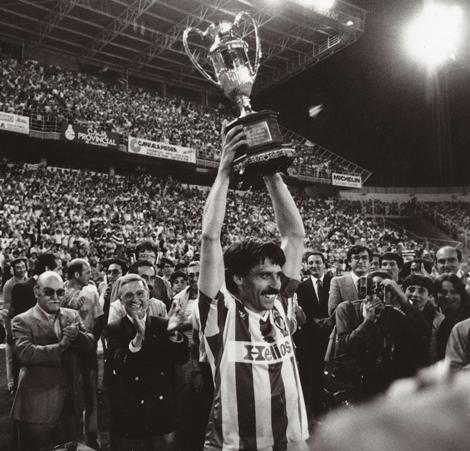 Moré levanta el título de la Copa de la liga del Real Valladolid | Real Valladolid