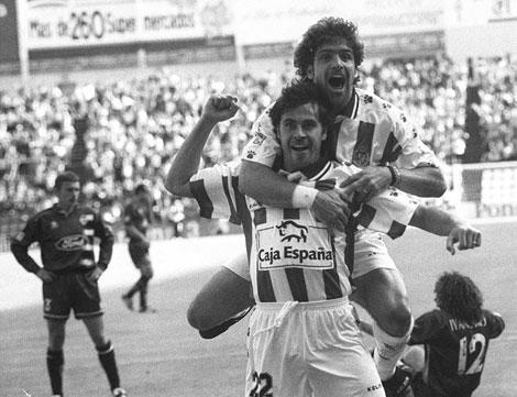 Dos jugadores del Real Valladolid celebran un gol ante el Valencia   Real Valladolid