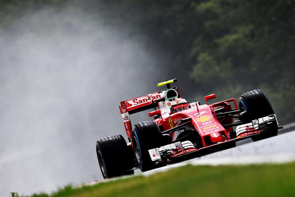 Kimi Räikkönen surpreendeu negativamente e larga apenas em 14º (Foto: Mark Thompson/Getty Images)