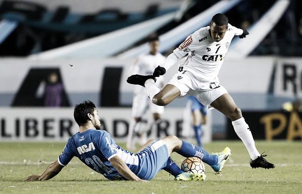 Robinho criou duas ótimas oportunidades de gol antes de ser substituído na segunda etapa (Foto: Gabriel Rossi/LatinContent/Getty Images)