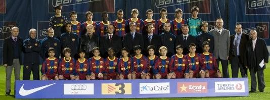 Plantilla del FC Barcelona Infantil A (Temp 2010-2011), entre los que se encuentra un jovencísimo Rafa Mir. Foto: http://arxiu.fcbarcelona.cat/
