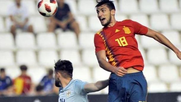 Rafa Mir en un partido con la Sub-21, donde marcó I Foto: EFE