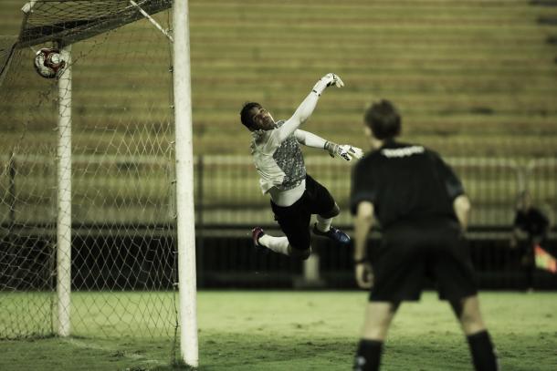 No ângulo fica difícil né, Rafael? (Foto: Gilvan de Souza/Flamengo)