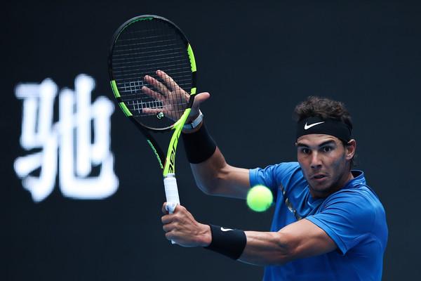 Rafael Nadal hits a backhand slice | Photo: Lintao Zhang/Getty Images AsiaPac