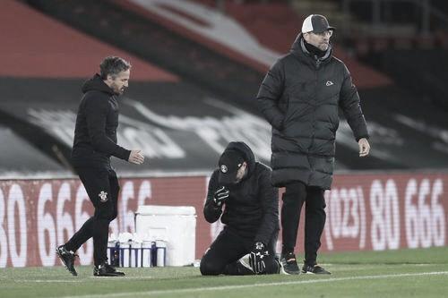 Ralph Hasenhüttl no puede creer el triunfo ante Liverpool. Foto: Premier League.