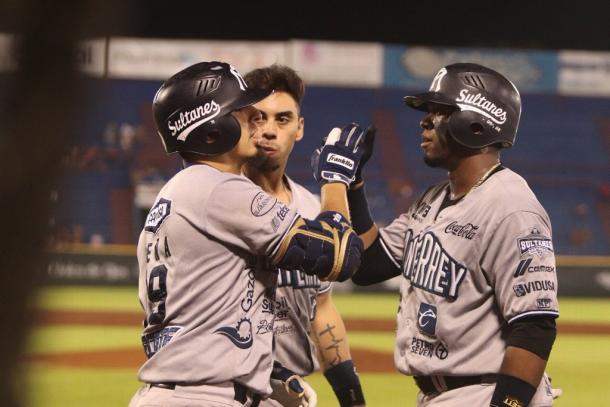 Ramiro Peña es recibido por sus compañeros
