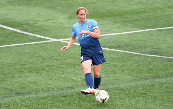 Christie Rampone of the Sky Blue FC passes the ball up field against the Western New York Flash / Rich Barnes - Getty Images