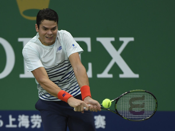Milos Raonic hits a backhand in Shanghai. Photo: Kevin Lee/Getty Images