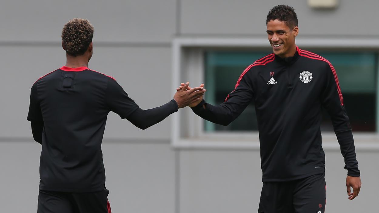 Rashford y Varane, en un entrenamiento   Fuente: @ManUtd_Es