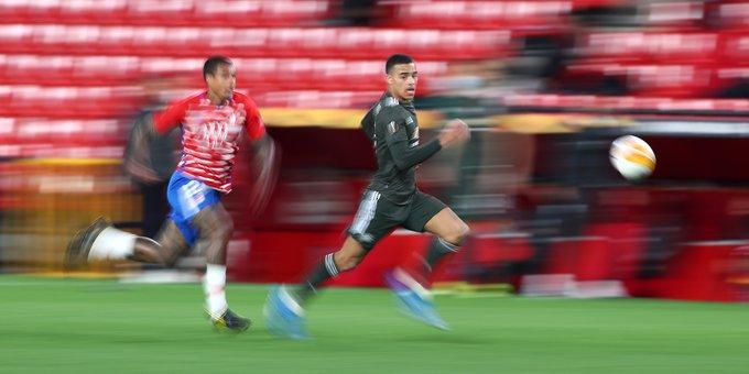 Kenedy midiéndose en velocidad con Greenwood / FOTO: UEFA