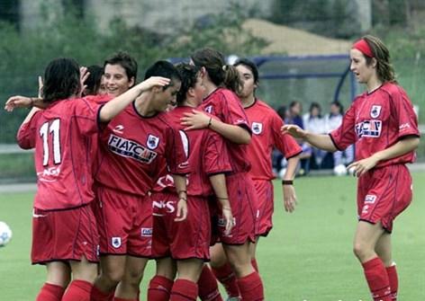 El primer equipo femenino festeja un gol durante un partido de la Liga Vasca//Foto: Realsociedad.com