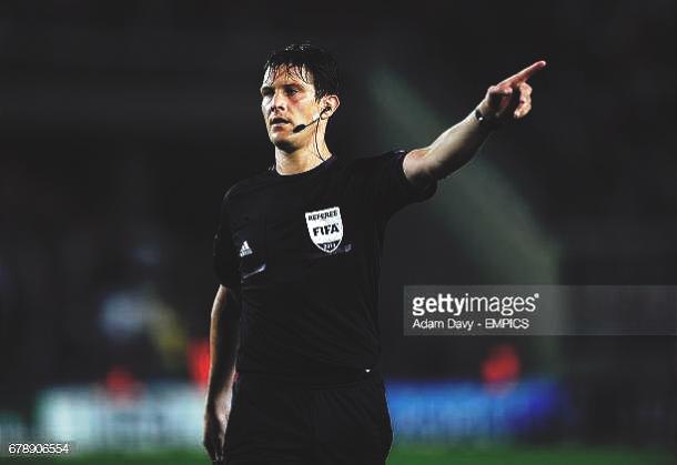 Matej Jug arbitrando para la FIFA. Foto: Getty Images