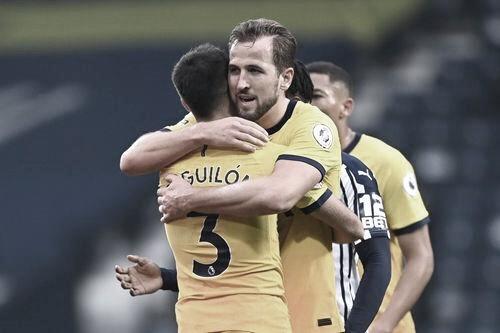 Reguilón y Kane. Foto: Premier League.