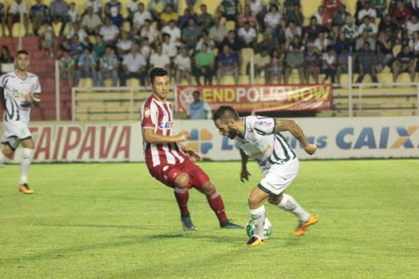 Renan Oliveira volta a ficar entre os suplentes após atuar contra Luverdense (Foto: Diogo Carvalho/Luverdense)