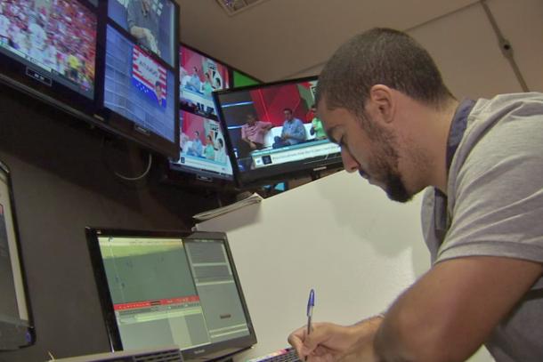 Com o auxílio do DataESPN, Renato tenta passar aos fãs de futebol