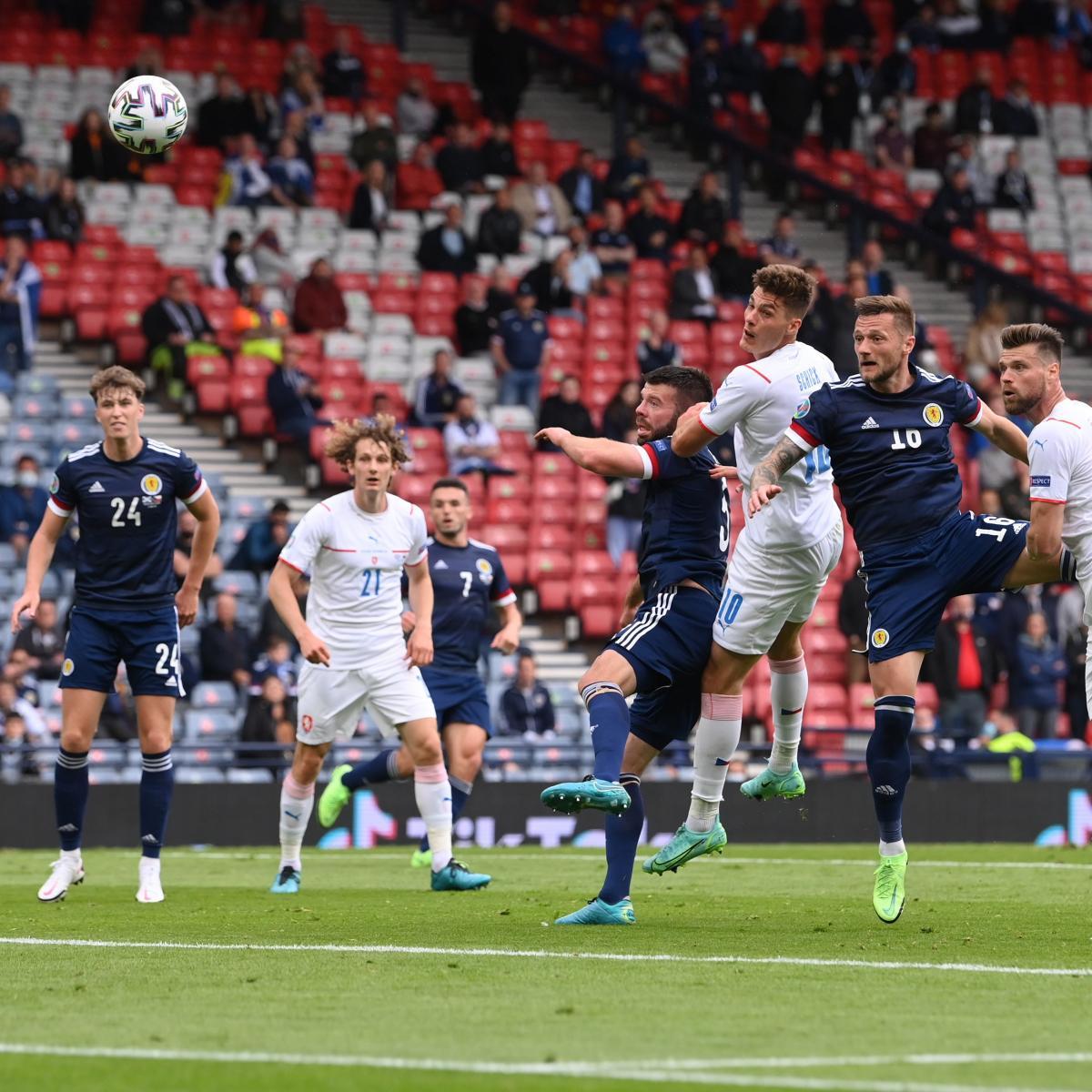 Cabezazo de Patrick Schick para convertir el 0-1   Imagen: UEFA