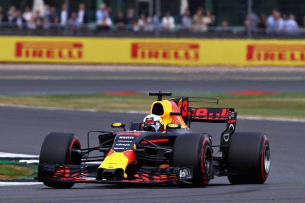 Ricciardo deu um show em Silverstone, saindo de 19º para quinto (Foto: Clive Mason/Getty Images)