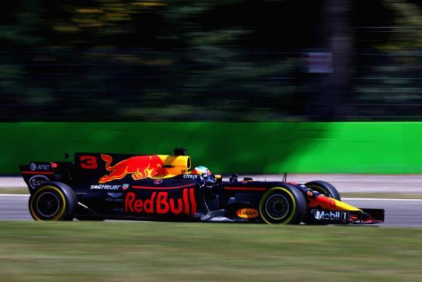 Ricciardo, que largou de pneus macios, foi de 16º para quarto (Foto: Clive Rose/Getty Images)