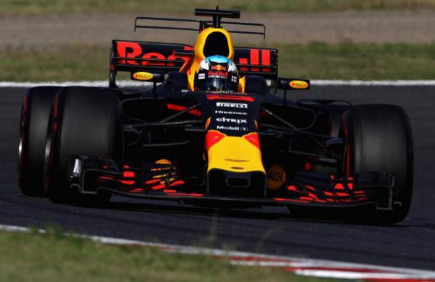 Ricciardo chegou a liderar no começo da rodada de paradas (Foto: Clive Mason/Getty Images)