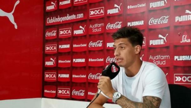 Un viejo conocido. Emiliano Rigoni (quién ya le marcó el torneo pasado) será una de las claves del partido y un jugador muy importante para Independiente | Foto: Archivo Web