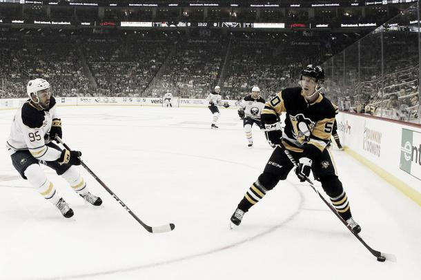 Juuso Riikola con los Pens | Foto: USA TODAY Sports