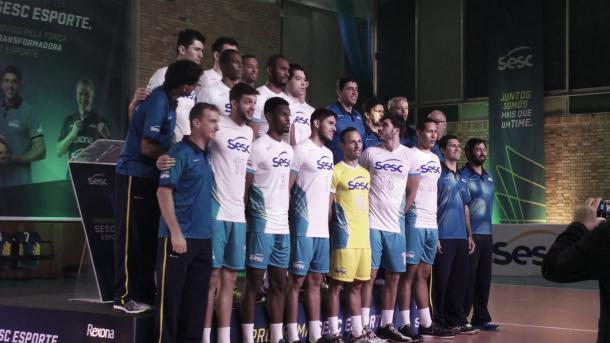 O time do SESC-RJ, comandado por Giovane Gávio (Foto: Cássia Moura)