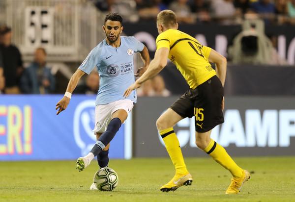 Mahrez regatea en la International Champions Cup. Foto: Getty Images
