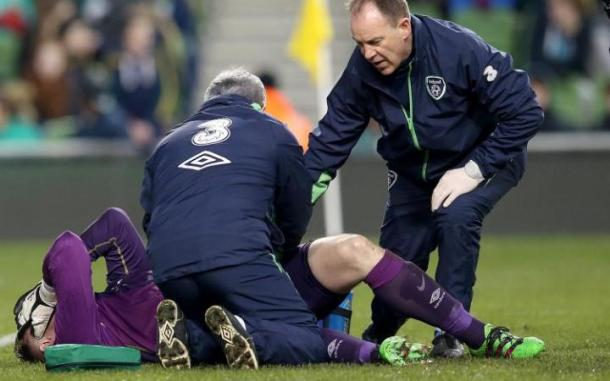 Elliot in some discomfort after picking up an ACL injury on international duty. | Photo: telegraph.co.uk