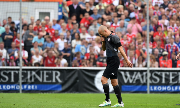 Robben limps off, 35 minutes into the game | Source: GettyImages/TheGuardian