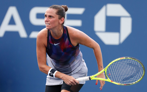 Roberta Vinci in action | Photo: Al Bello/Getty Images North America