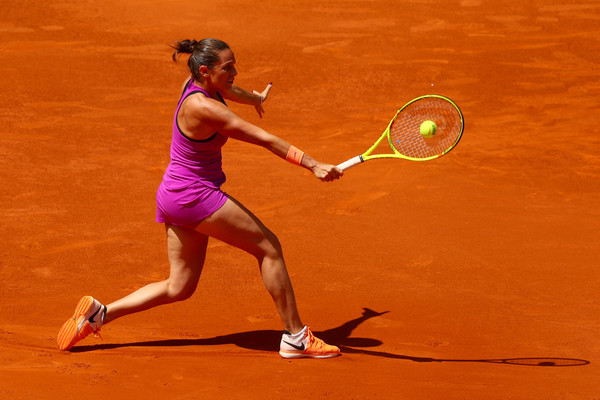 Roberta Vinci with her backhand slice | Photo: Clive Rose/Getty Images Europe