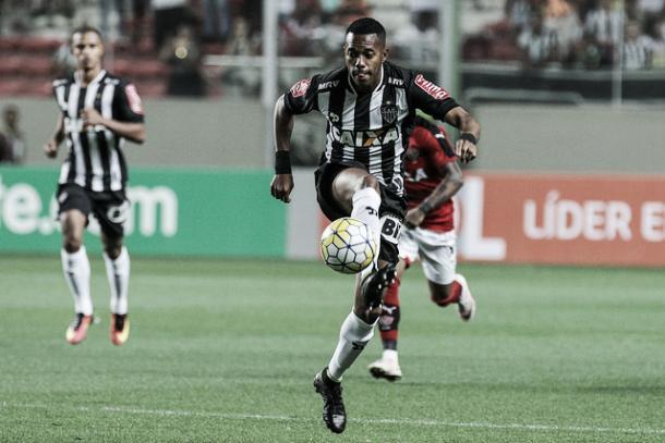 Robinho em ação diante do Vitória; atacante perdeu gol seu goleiro ao final do jogo (Foto: Bruno Cantini/Atlético-MG)
